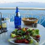 Prendre un cours de cuisine grecque à Santorin